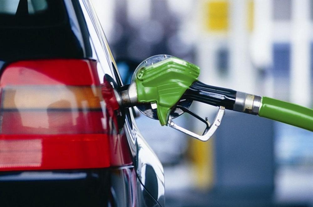 Бензин подорожал на 0,1% впервые за последние 4 недели