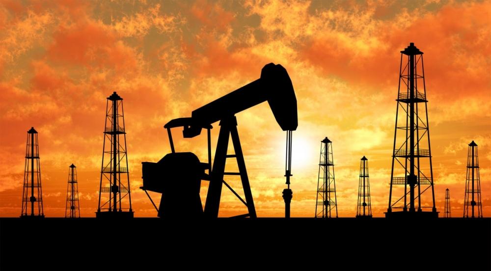 Нефть растет на ожиданиях по снижению объемов добычи в Америке