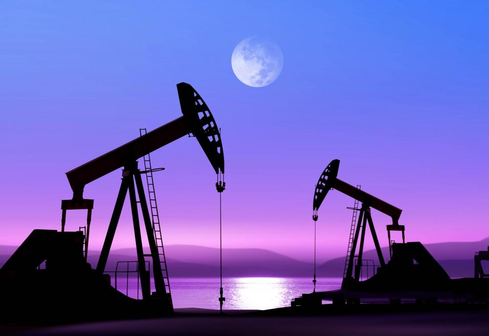 Переизбыток на рынке нефти ведет к снижению цен