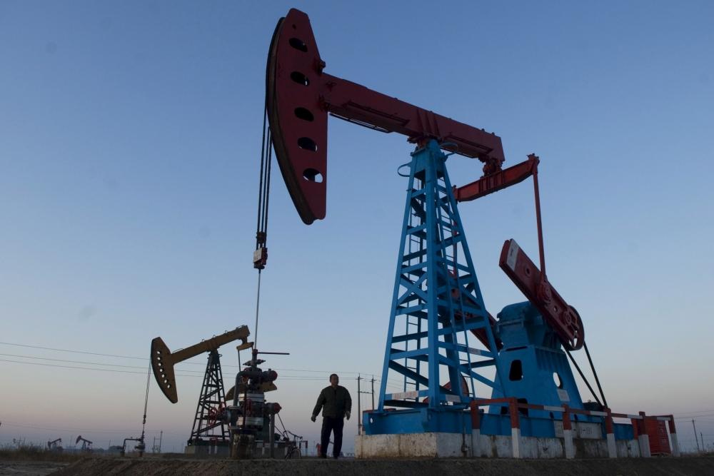 Перенасыщение нефтяного рынка вызывает снижение цен