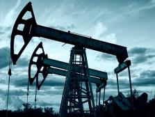 На нефть влияет  политика