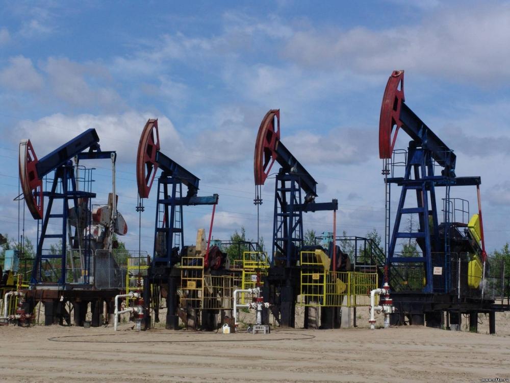 Доллар укрепляется и нефть в мире резко дешевеет