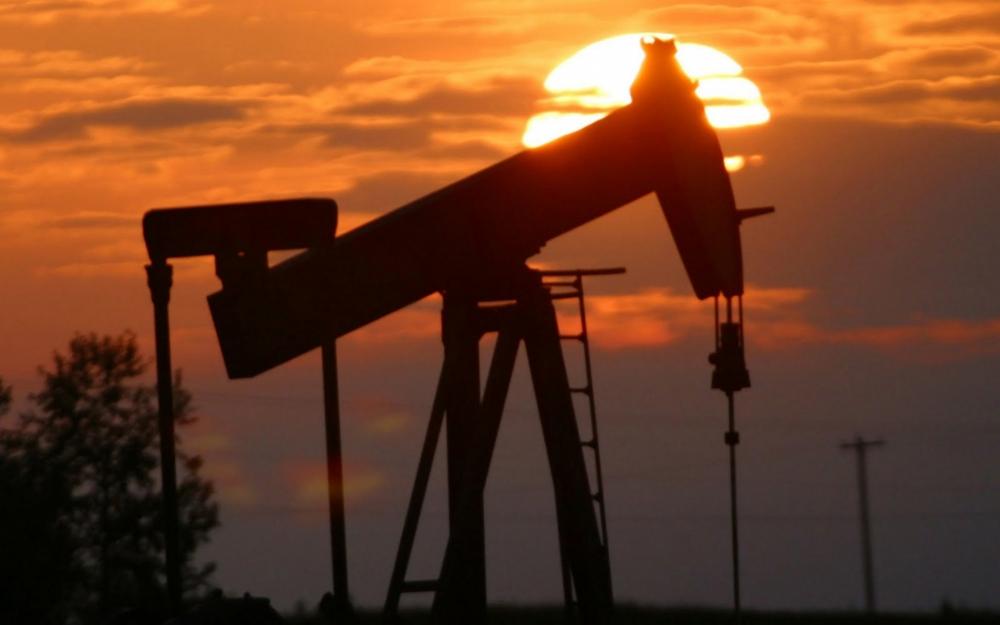 «Черное золото» продолжает дорожать в ожидании снижения запасов топлива