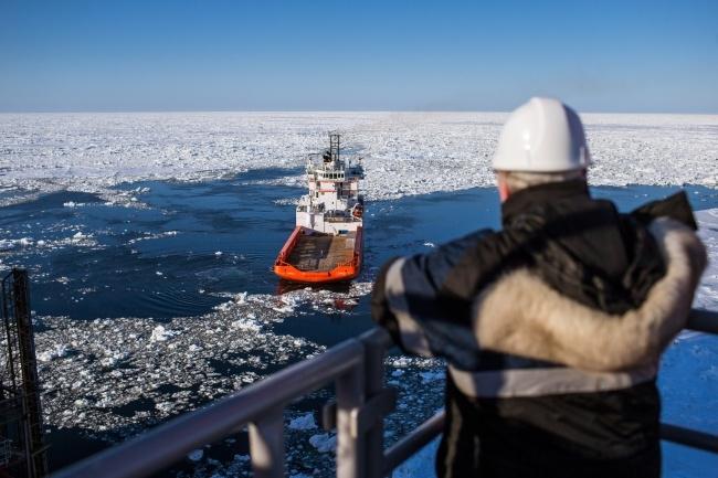 Правительством может быть наложен запрет на вывоз иностранными суднами углеводородов из шельфов